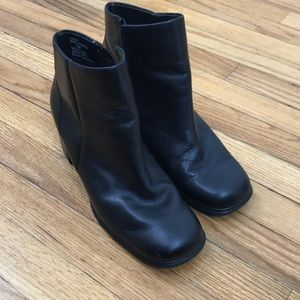Wt. Mountain Black Leather Booties 7.5